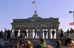 250px-berlin-wall-dancing.jpg