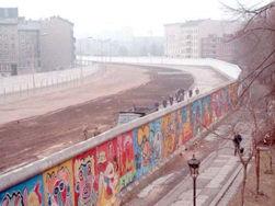 251px-berlin_wall_graffiti_and_death_strip.jpg