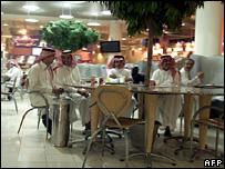 _44446387_saudishoppingafp203b.jpg