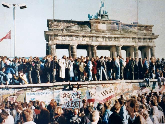 Thefalloftheberlinwall1989.JPG