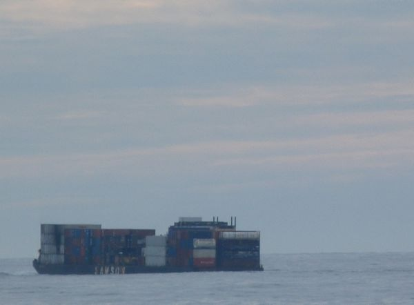 00ContainerBarge
