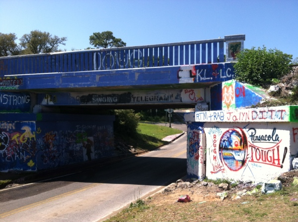 00GrafittiBridge