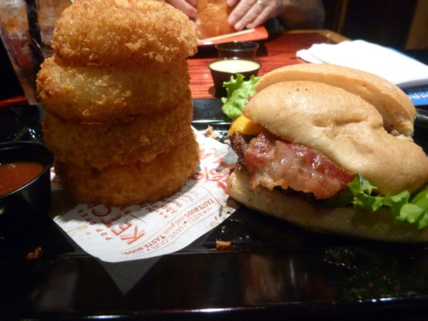00RedRobinSmokePepperBurger