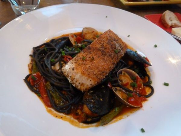 00SFGrilledSalmonMussels