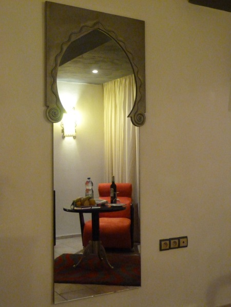 MirrorDetailinRoom