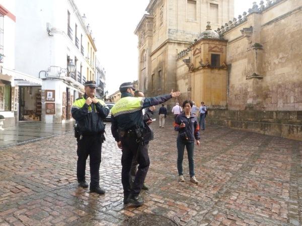 PoliceGiveDirectionsAtThe Mezquita