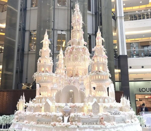 castle-wedding-cake-wonderful-are-these-the-most-elaborate-cakes-of-all-time-daily-mail-2-gallery
