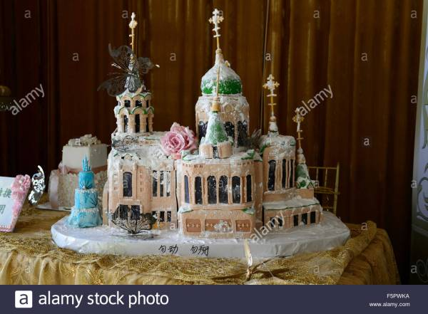 elaborate-wedding-cake-orthodox-religious-building-church-cathedral-F5PWKA